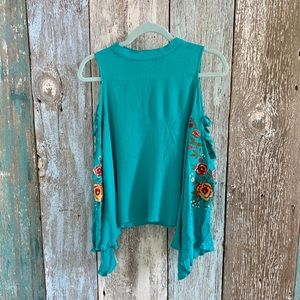 💥Umgee Cold Shoulder Embroidered Blouse Small